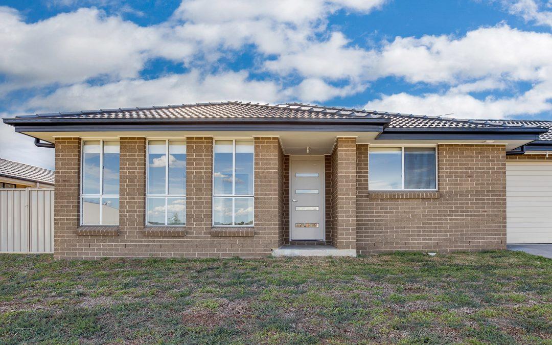 27 Kidd Circuit, Goulburn  NSW  2580